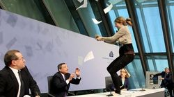 La activista que protestó contra Draghi se desvincula de