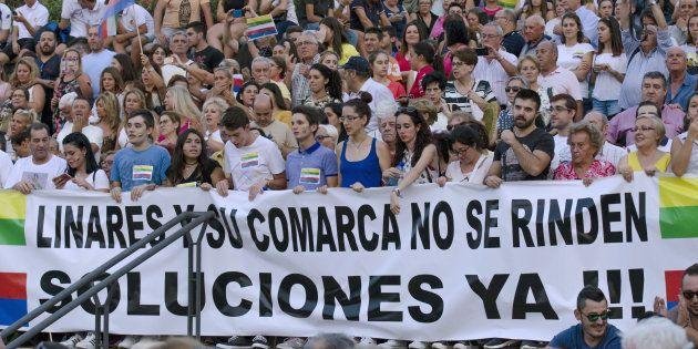 Linares: sin épica, sin lírica, sin vistosas banderas, sin cánticos, sin bellas