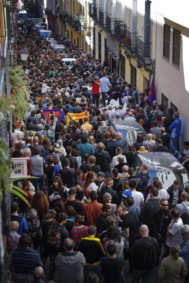 Una multitud defiende el derecho a decidir en