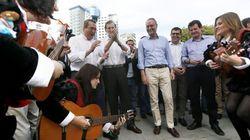 No estás soñando: ese es Rajoy dando palmas junto a una tuna