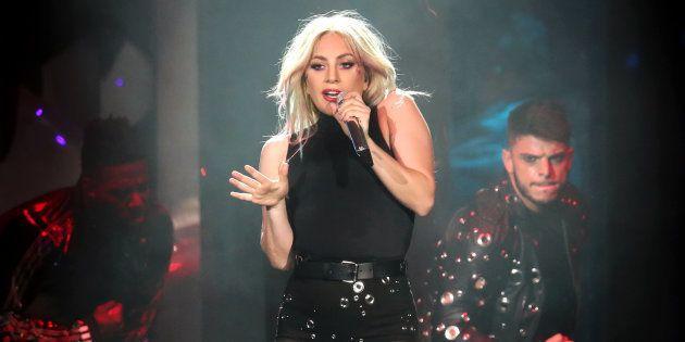 Lady Gaga pospone su gira europea hasta
