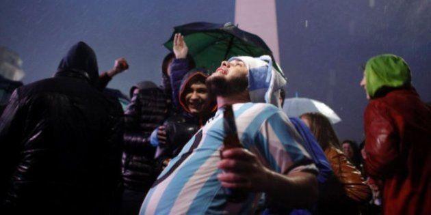 Cientos de argentinos se manifiestan para que Messi no se vaya de la