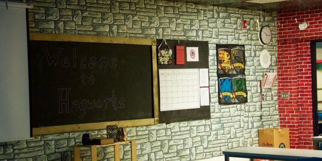 Este profesor invirtió 70 horas en decorar su clase como si fuera
