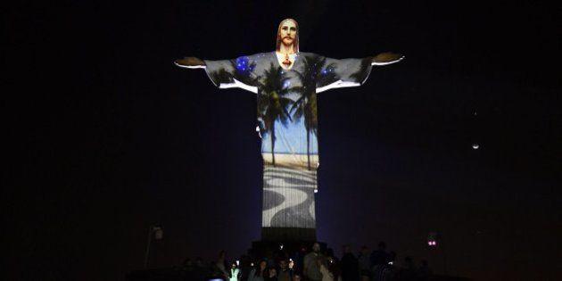 La espectacular iluminación del Corcovado en una noche