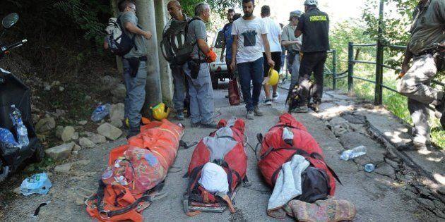 Esta familia muere abrazada en Accumoli, una de las zonas más afectadas por el terremoto de