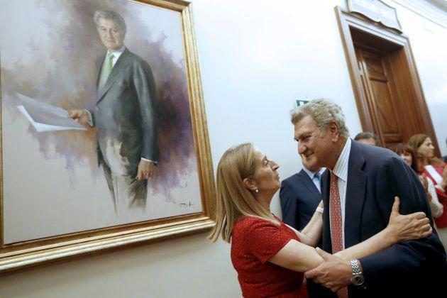 El retrato de Posada ya cuelga en la Galería de Presidentes con un coste de 66.000