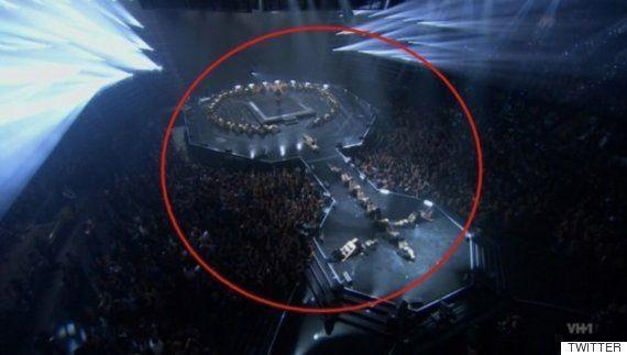 El símbolo feminista de la actuación de Beyoncé en los MTV VMAs que no pasó