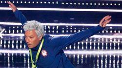 Jimmy Fallon imita a Ryan Lochte en los MTV VMAs y a Michael Phelps le