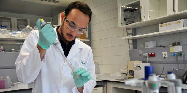 Manuel García Algar investiga cómo detectar el cáncer con solo analizar la