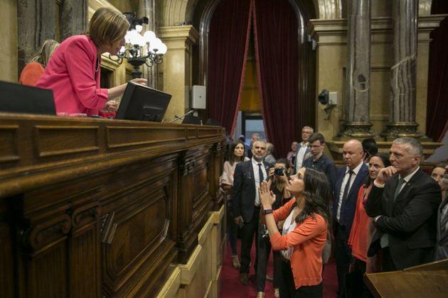 En una tormentosa sesión, el parlamento catalán aprobó el 6 de septiembre la ley del referéndum. En la...