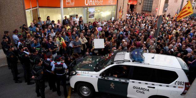 La Guardia Civil interviene más de 45.000 sobres nominales para montar las mesas del