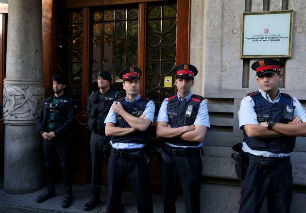 Catorce detenidos, entre ellos el 'número dos' de Junqueras, en una operación de la Guardia Civil contra...