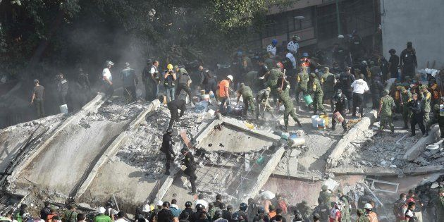 Los equipos de rescate trabajan en México tras el