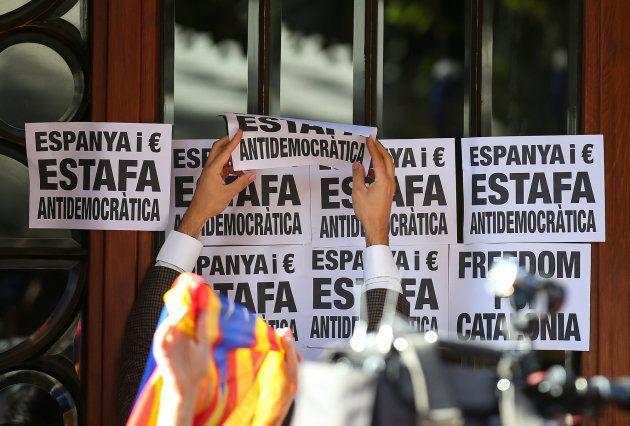 Miles de personas salen a la calle en Barcelona contra los registros de la Guardia