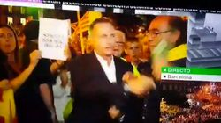Un manifestante arrebata el micrófono a Hilario Pino en pleno