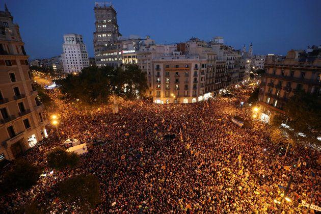La gran operación judicial contra el 1-O estrangula la maquinaria del referéndum y saca al independentismo...