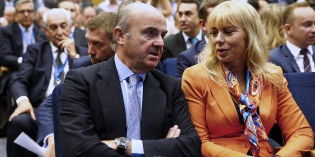 Guindos conversa con la comisaria europea de Mercado Interior, Elzbieta
