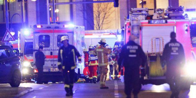 Al menos 12 muertos y 48 heridos al arrollar un camión un mercado navideño en