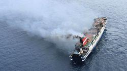 Técnicos acceden al ferry incendiado para evaluar daños y
