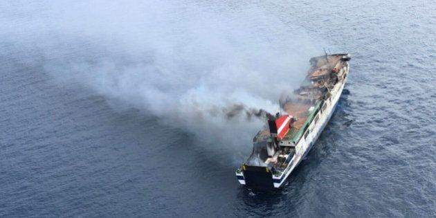 Técnicos acceden al ferry incendiado para evaluar daños y estudiar cómo
