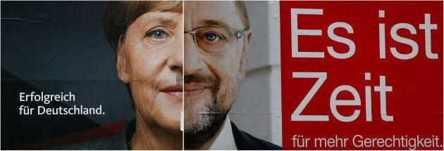 Cartel electoral con las caras de Merkel y