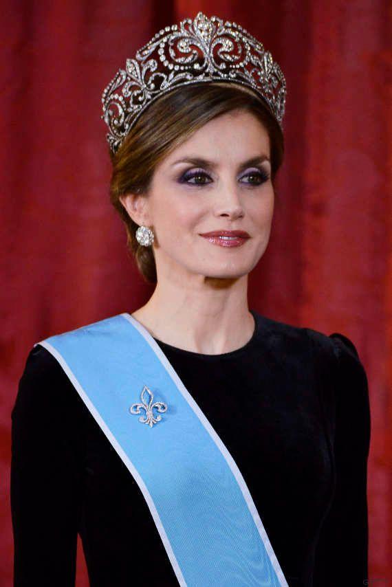 Letizia se pone por primera vez una tiara de reina: la Flor de Lis, la gran joya de la corona