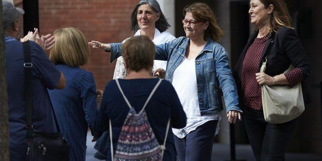 La directora de Servicios de la Vicepresidencia de la Generalitat, Natalia Garriga es recibida por varios...