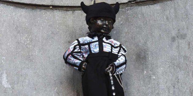 Gaultier viste al Manneken Pis para celebrar el 20 aniversario del orgullo
