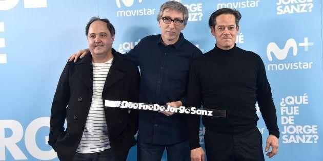 El director David Trueba con los actores Eduardo Antuña y Jorge Sanz durante la presentación de '¿Qué...