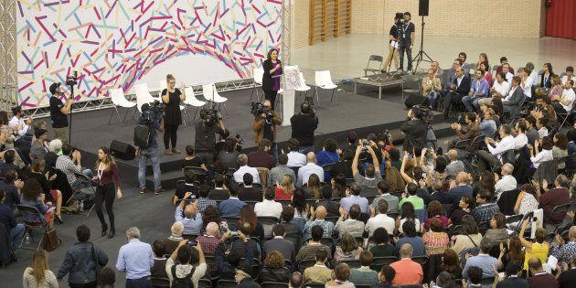 La imagen de la asamblea de Podemos en Zaragoza que más comentarios está