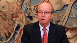 El juez desimputa al exjefe de la Casa Real por las tarjetas