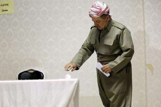 El presidente de la región autónoma del Kurdistán, Masud Barzani, votando en