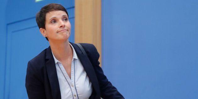 La copresidenta de AfD, Frauke Petry, anuncia su decisión a los