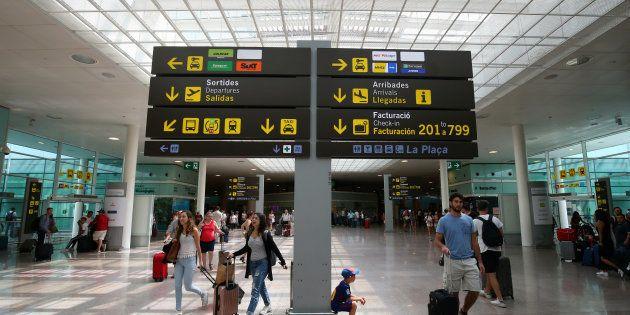 Tránsito de pasajeros en el aeropuerto de El