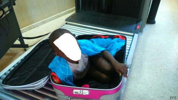 Hallan en la frontera de Ceuta a un niño de ocho años dentro de una