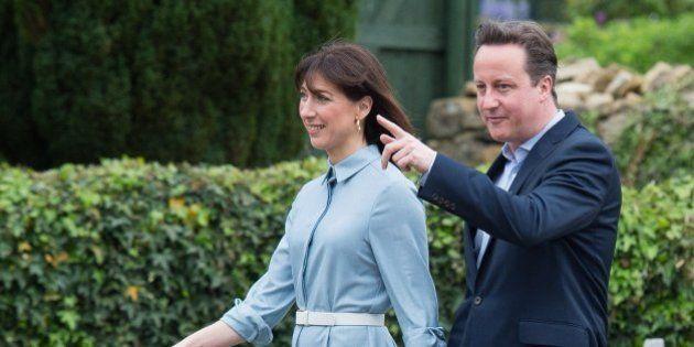 Cameron ganaría las elecciones británicas rozando la mayoría, según los