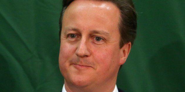 David Cameron, primer ministro conservador británico, se encamina a la