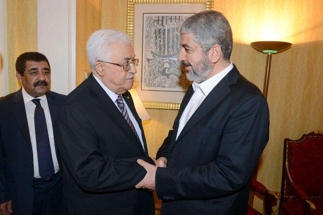 Haled Meshal y Mahmud Abbas, durante uno de sus encuentros en busca de la