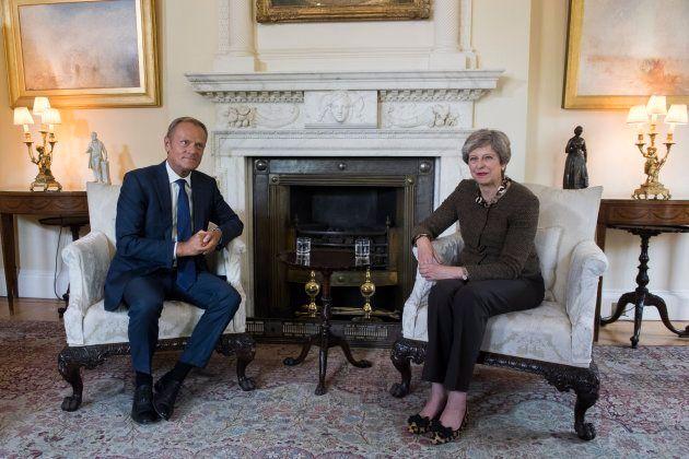 La primera ministra británica, Theresa May, y el presidente del Consejo Europeo, Donald Tusk, reunidos...