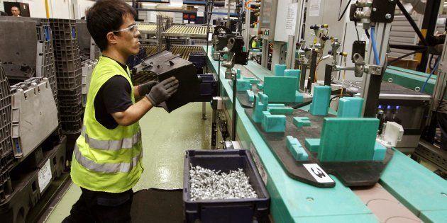 Un empleado con discapacidad de la planta de Ford en Almussafes