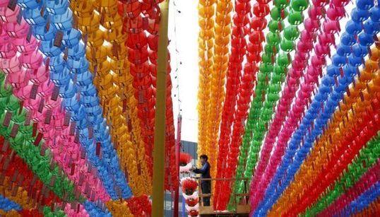 Los preparativos para el cumpleaños de Buda y otras fotos del