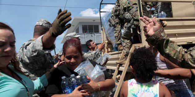 Varios afectados recopilan agua y servicios