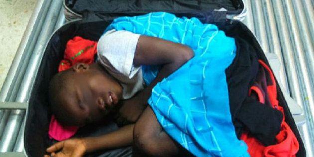 Piden la libertad del padre del 'niño de la maleta', que se enfrenta a entre cuatro y ocho años de