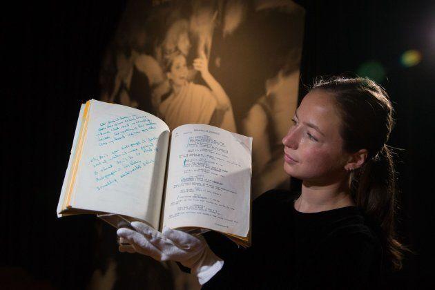 Guión personal de Hepburn de la película 'Desayuno con diamantes' con anotaciones de la