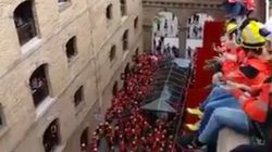 200 bomberos protestan a favor del 1-O al grito de