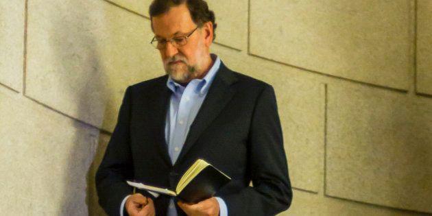 Rajoy recomienda un libro a quienes critican a los