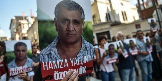 Manifestantes a favor de la puerta en libertad del periodista Hamza Yalçin, el pasado agosto en