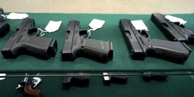 Imagen de archivo de una tienda de armas en Estados