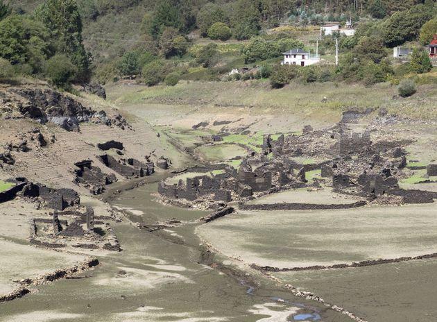 El pueblo de Santa Marta, habitualmente cubierto por el agua del embalse de Belesar, cerca de Portomarín,...