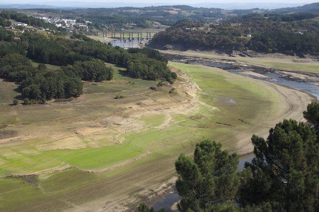 Vista aérea del Embalse de Belesar, sobre el río Miño a su paso por